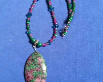 Green and pink agate beaded necklace