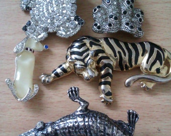 5 vintage animal brooches