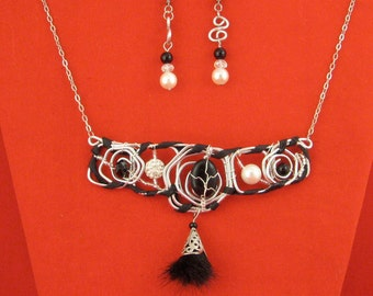 Set necklace and earrings made of pin stone Pearl shell Crystal onyx shambala fur leather and steel Pan