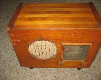 "RCA Victor 1940's His Masters Voice Radio. ""Unknown Model"""