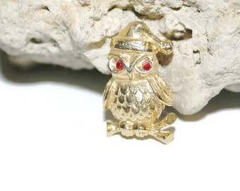 Christmas Owl Pin, Christmas Pin, Gold Owl Pendant, Vintage Pin, Vintage Jewelry, Vintage Brooch, Holiday Jewelry, Bird Pin, Small Pin