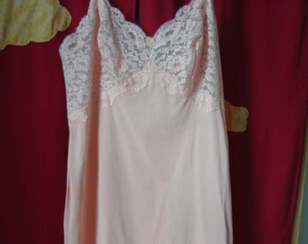 Slip Vintage 1970's Peach with Lace