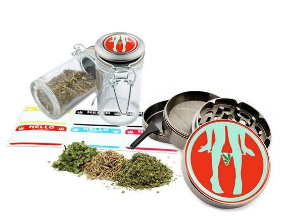 """Leaf Design - 2.5"""" Zinc Alloy Grinder & 75ml Locking Top Glass Jar Combo Gift Set Item # G50-8715-5"""