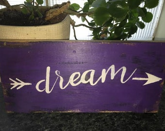 Dream purple wooden sign with arrows