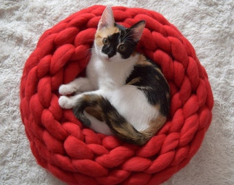 Chunky knitted pet bed luxurious 100% merino wool, knitted merino wool pet bed, knitted kitten bed, cozy dog bed extreme knitted cat bed.