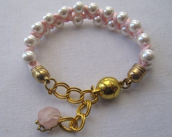 Women's bracelet, pearls, pink string, magnetic clasp.