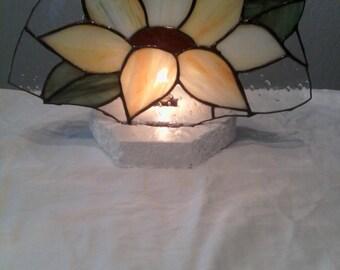 yellow daisy fan lamp