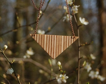 Necklace triangle in plywood