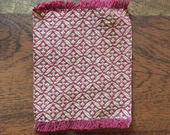 1:12 Dollhouse Area Rug Magenta Pink and cream Geometric pattern, tassel edging