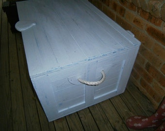 Storage box in the popular 'Beachy' theme distressed paint and rope handles