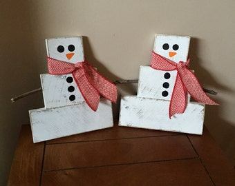 Reclaimed pallet snowmen