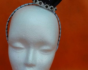 Light and dark blue small queen crown