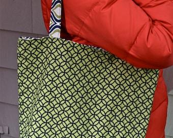 Reversible Market Tote- lime green & navy circles