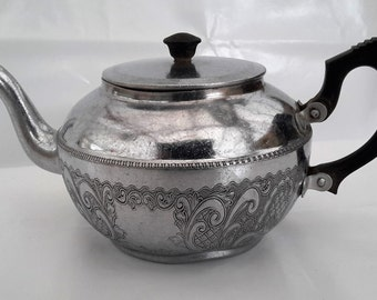 Teapot in Chrome, Vintage used teapot from the 1950s, Used SONA, Chrome pot made in Stratford on Avon, Made in England.