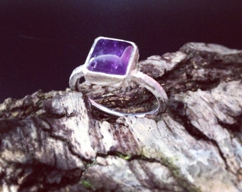 Square amethyst cabochon set on textured ring