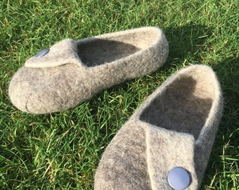 Men's natural wool felted slippers