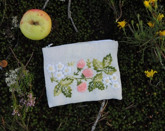 Embroidered wallet (strawberry)