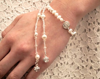 Bridal freshwater pearl drop bracelet, Wedding pearl and flower bracelet, pearl and crystal bracelet, Wedding pearl bracelet,Bridal bracelet