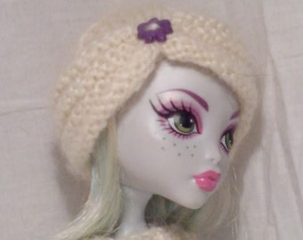 Gathered hem beanie for Monster High doll