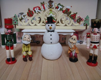 A miniature Christmas sign and 5 Christmas characters.