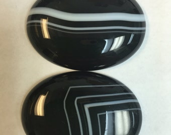 30x40 oval cabochons in black striped agate