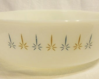 Vintage Anchor Hocking Fire King 1 1/2 qt. Candle Glow Round Casserole Dish.