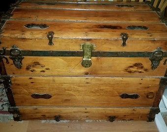 1920s Antique Barrel Top Trunk