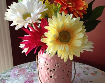 Daisy silk flower arrangment, Summer Centerpiece, Spring Centerpiece, Silks