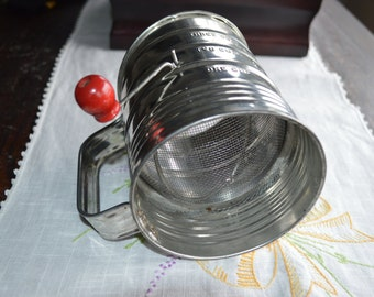 Vintage Tin Flour Sifter, Antique Bromwells Sifter, Retro 3-Cup Flour Sifter, Antique Kitchen Utensils Vintage Kitchen Supplies Gift for Her