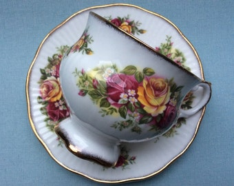 "Vintage footed tea cup and saucer English Elisabethan bone china ""English Garden"""