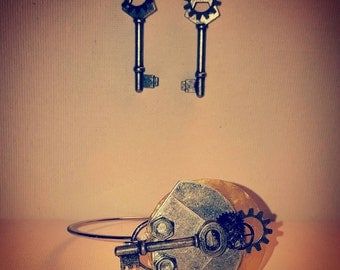 DareByKionde Vintage key set with earrings and bracelet