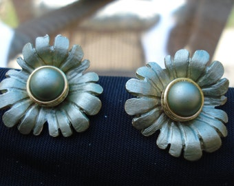 1950's Green flower clip on earrings