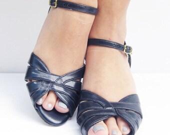 1960s navy blue t-strap kitten heels