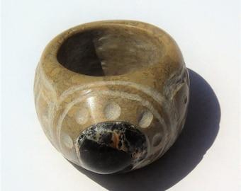 American ring stone