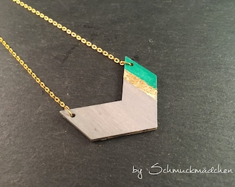 Necklace gold arrow pendant