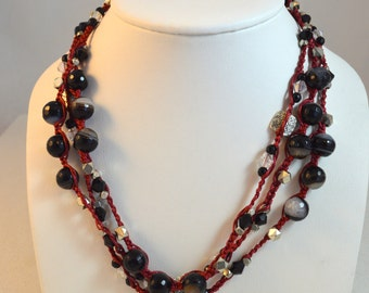 The long layered necklace in black and burgundy
