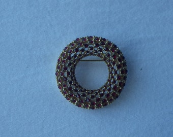 Vintage Red Stone Wreath Brooch