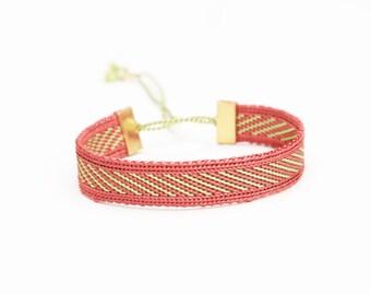 Bracelet woven in silk thread