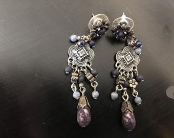 Dangle earrings with stones