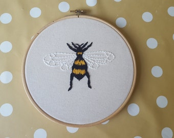Realistic bee embroidery hoop art 7 inch