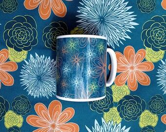 Lovely Rich Blue-Green Daisies Mug