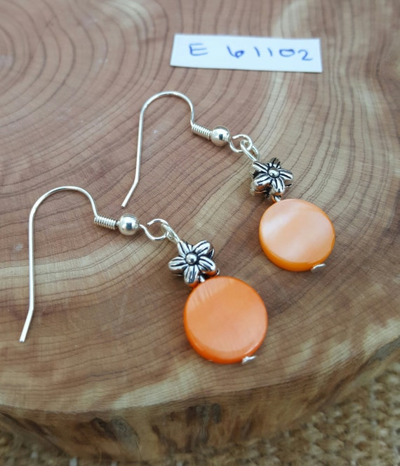 Orange Mother of Pearl Earrings / Orange and Silver Earrings / Dangle Earrings / Hippie Earrings / Boho Jewelry /E61102