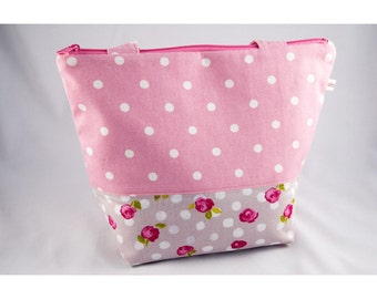 Lunch bag, bag lunch in pink cotton with flowers and gilt, zipped.