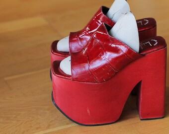AMAZING RED LUICHINY platform shoe size 6