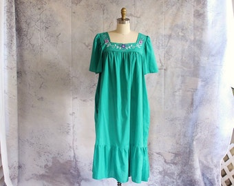 80s green embroidered house dress with flowers . mexican style folk peasant dress . womens size xl 1x 18w 20w, plus size volup