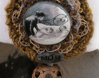 Mothers' Day Brooch - Mommy tuck me in.