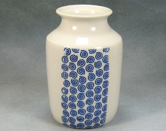 Porcelain Bud Vase Hand Thrown Ceramic Bud Vase With Blue and White design 8