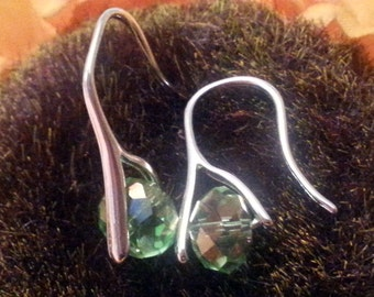Sterling silver 925 earrings with crystal drop (green tone glass)
