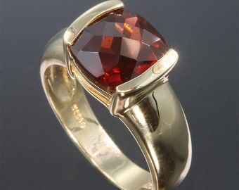 Vintage! 14K Gold Ring with Checkerboard Antique Square Cut Garnet