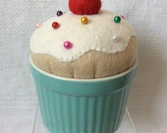 Felt cupcake pin keep / pin cushion